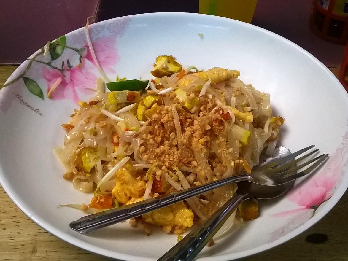 Bangkok street food - pad thai